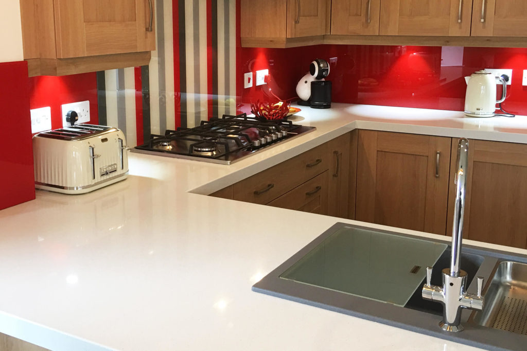 Red kitchen splashback