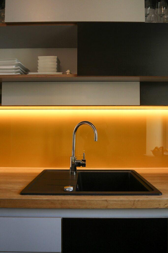 glass splashback in kitchen